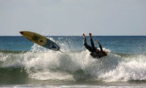 Surfing-wipeout-from-surfscience-dot-com