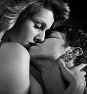Kissing-passion-couple